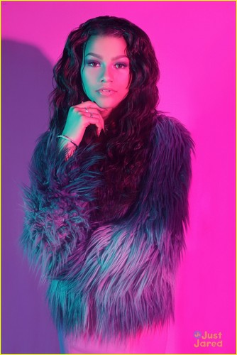 Zendaya Coleman wallpaper containing a fur coat called Zendaya!