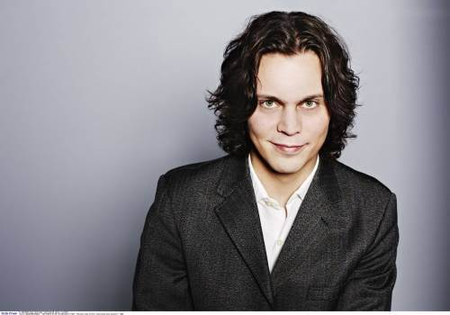 Ville Valo 壁纸 possibly with a business suit, a well dressed person, and a suit titled sweet smile