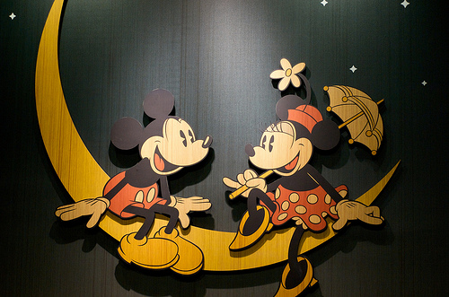 ミッキーマウス 壁紙 probably containing a sign entitled mickey and minnie