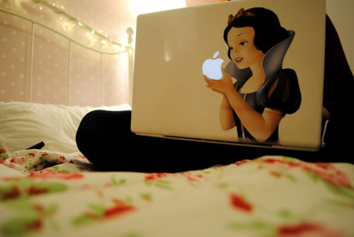 Snow White and the Seven Dwarfs wallpaper with a living room entitled snow white