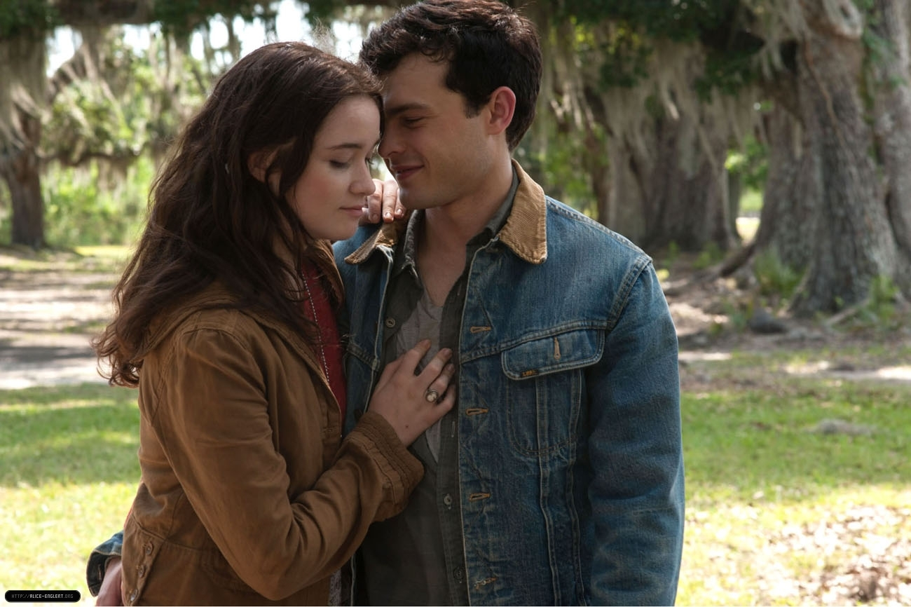 'Beautiful Creatures' (2013): Stills - Alice Englert Photo