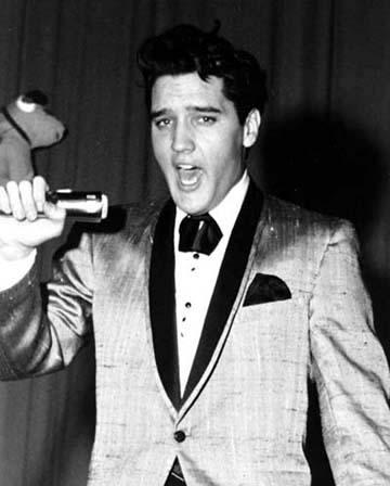 http://images6.fanpop.com/image/photos/32900000/-Elvis-elvis-presley-32911143-360-448.jpg