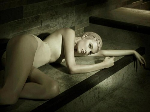 'The Perfect Body' Sophie Sumner da Jez Smith for Vogue Italia November 2012 [Editorial]