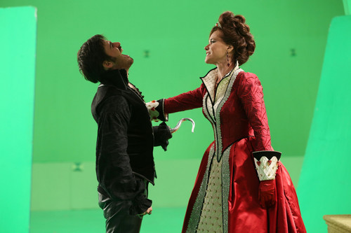 2x09- Queen of Hearts- BTS Fotos