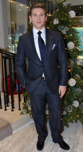 Allen Leech launches the क्रिस्मस season at Brown Thomas in लंडन