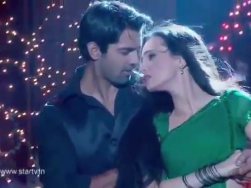 Iss Pyar Ko Kya Naam Doon wallpaper possibly with a portrait entitled Arnav and khushi