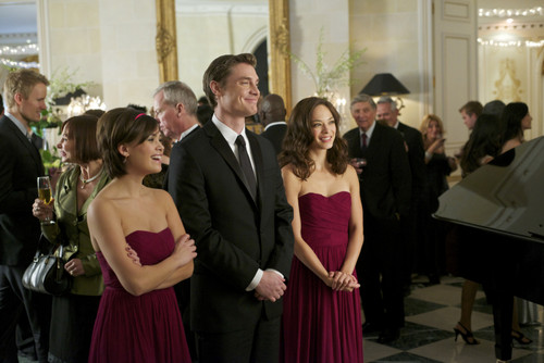 "Beauty And The Beast Episode 9 ""Bridesmaid Up!"" cuplikan gambar"