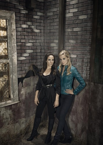 Lost Girl wallpaper possibly with a well dressed person, a street, and a business suit titled Bo & Tamsin