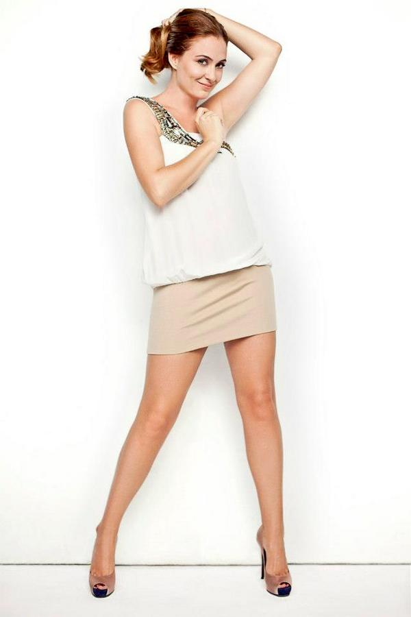Ceyda Düvenci/ჯეიდა დუვენჩი Ceyda-Duvenci-Hello-magazine-photos-2012-turkish-actors-and-actresses-32952584-600-900