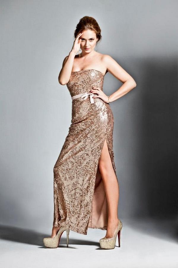 Ceyda Duvenci Hello magazine photos 2012