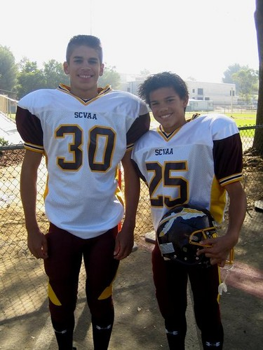 Taylor Lautner fond d'écran probably with a lineman, a tailback, and an american football entitled Childhood photos