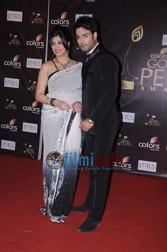 Vivian Dsena fond d'écran probably with a sign, a well dressed person, and an outerwear called couleurs golden petal awards 2012