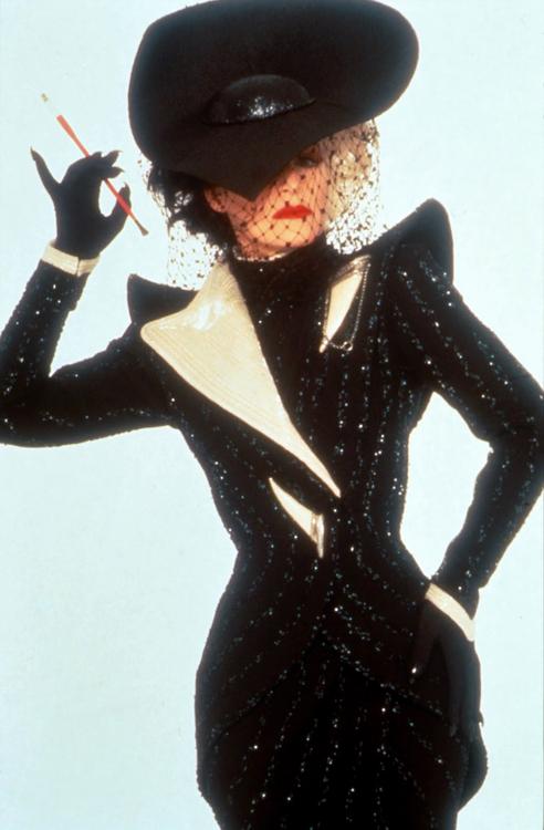 Cruella De VIl - Glenn Close as Cruella De Vil Photo ...