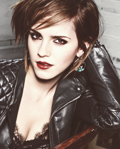 Emma Watson wallpaper probably containing a hip boot, a well dressed person, and a portrait called Emma Fan Art