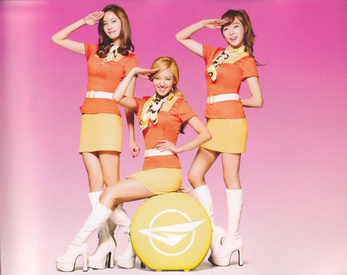 Girls' Generaton II: Girls' & Peace scans