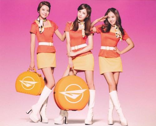 Girls' Generaton II: Girls' & Peace scans