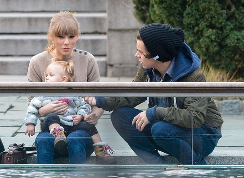 Harry, Tayor and Baby Lux in NYC //12//02//12
