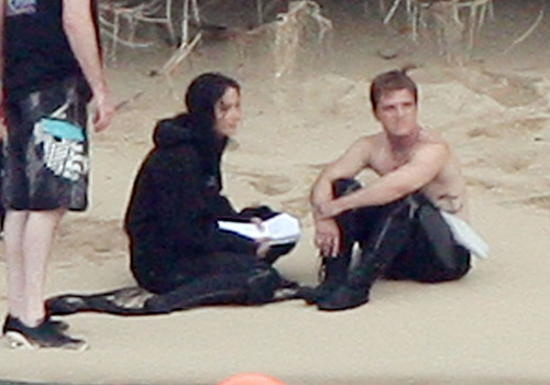 Peeta Mellark پیپر وال probably containing a باسکٹ, باسکٹ بال player and a hot tub entitled Jennifer Lawrence & Shirtless Josh Hutcherson: 'Catching Fire' Sea Scenes!