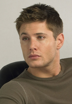 Дженсен Эклс Обои containing a jersey titled Jensen<3