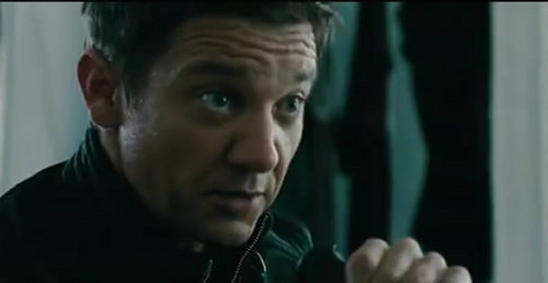 Jeremy Renner as Aaron クロス in The Bourne Legacy