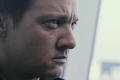 Jeremy Renner as Aaron traverser, croix in The Bourne Legacy