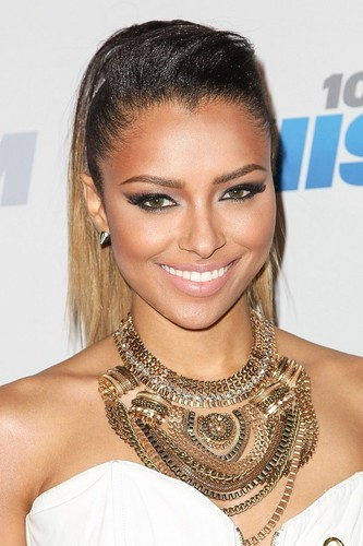 Kat Graham at the Jingle ベル Ball.