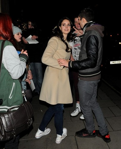 Lana Del Rey Arrives at Her Hotel