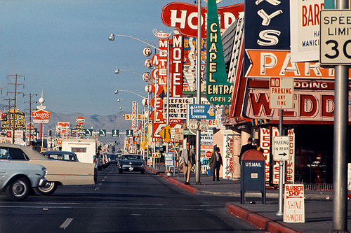 Rawak kertas dinding with a jalan entitled Las Vegas Strip, 1965