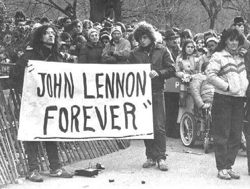 John Lennon پیپر وال with a سٹریٹ, گلی called Lennon Forever