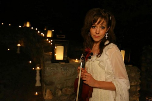 Lindsey Stirling 壁纸 probably containing a 音乐会 called Lindsey Stirling