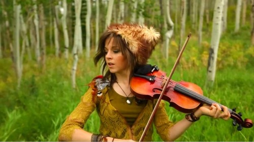 Lindsey Stirling 壁纸 containing a 小提琴手, 暴力, 中提琴手 called Lindsey Stirling