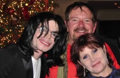 Photo of Carrie Fisher & her friend  Michael Jackson