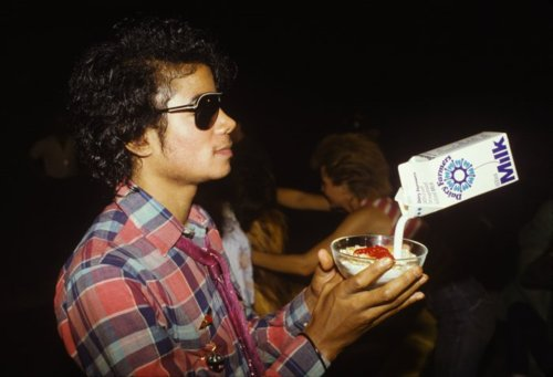 OMG!!! Michael taking latte *_* so cute !!!