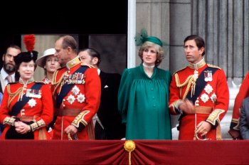 Lady Di fond d'écran containing a bearskin titled Pregnant Princess Diana