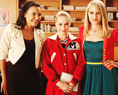 Quinn Fabray wallpaper probably containing an outerwear entitled Quinn season 4
