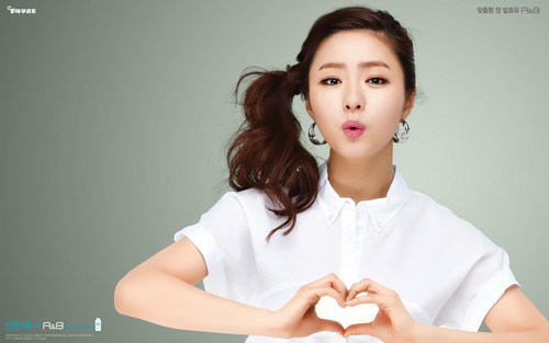 Shin Se Kyung wallpaper possibly containing a portrait entitled R&B