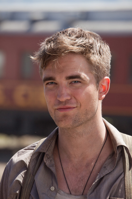 - Sexy-Rob-robert-pattinson-32974066-465-697