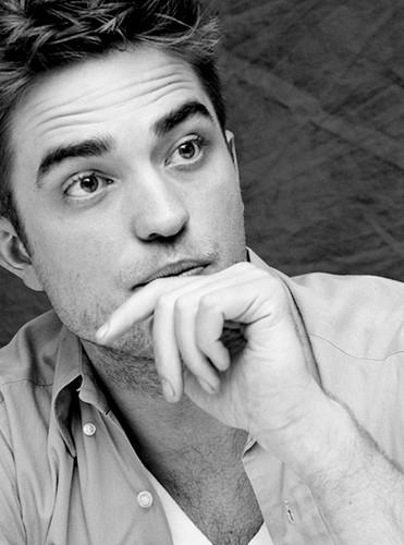 Robert Pattinson & Kristen Stewart fondo de pantalla entitled Sexy Rob