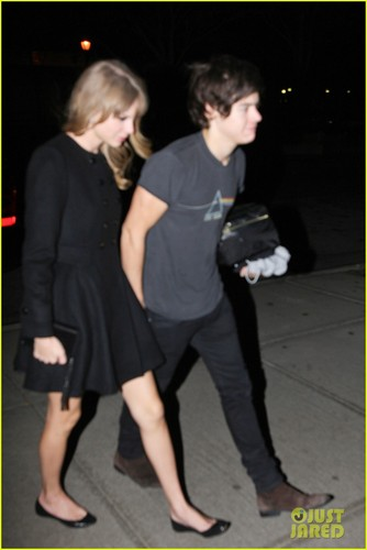 Taylor - At her hotel in New York City - December 03, 2012
