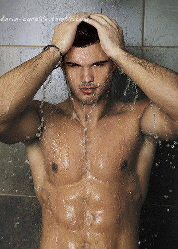Taylor Lautner achtergrond with a hunk, a hot tub, and a six pack called Taylor manip