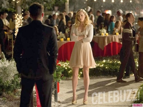 The Vampire Diaries-4.09-O'Come all Ye Faithful Tyler and Caroline Faceoff§