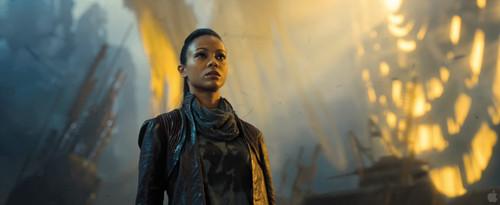 Uhura - звезда Trek into Darkness
