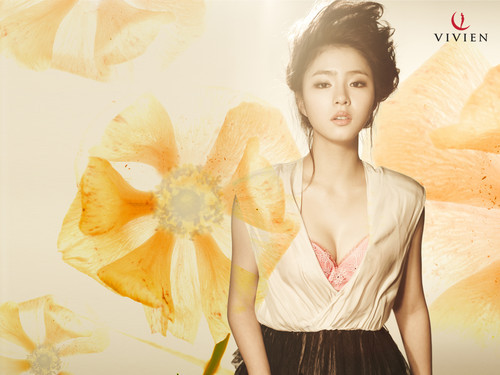Shin Se Kyung wallpaper with a bouquet and a cocktail dress called Vivien