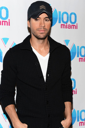 Y100's Jingle Ball 2012 - PRESS ROOM & BACKSTAGE