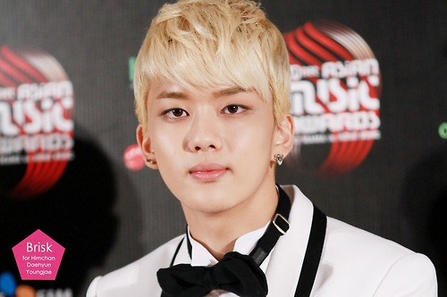 http://images6.fanpop.com/image/photos/32900000/Youngjae-MAMA-Hong-Kong-bap-32940434-500-333.jpg