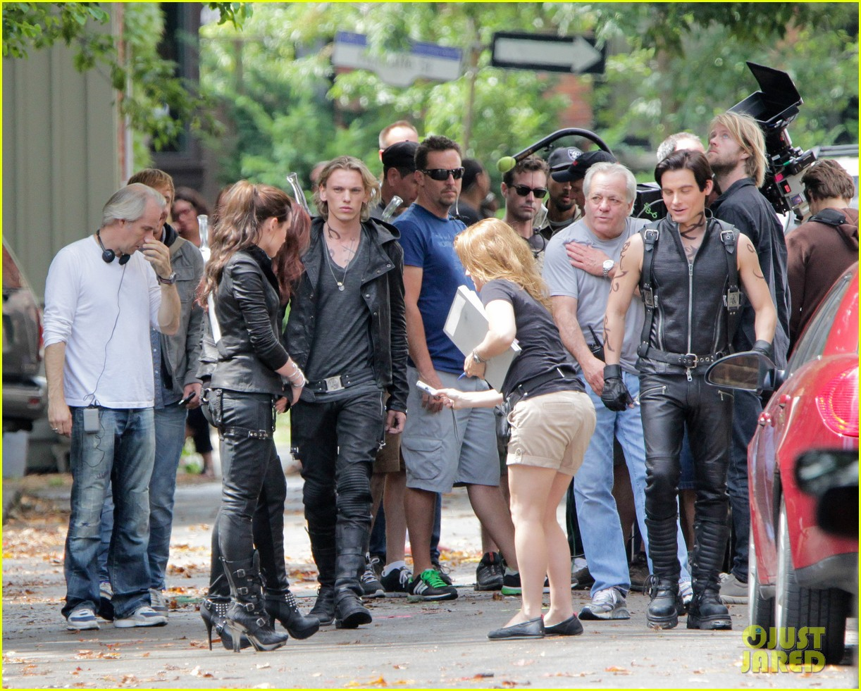 Mortal Instruments city of bones in set