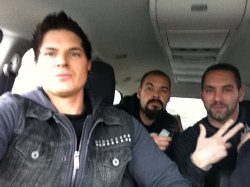 buscadores de fantasmas fondo de pantalla probably containing a limousine and an automobile called ghost adventures