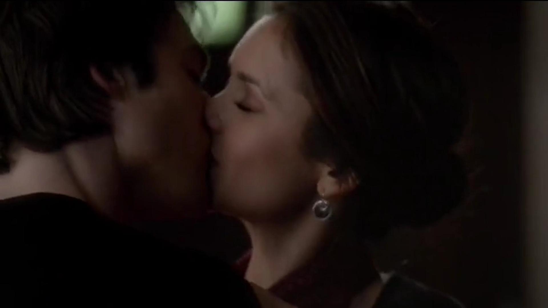 Vampire girl kiss video 3gp download fucks clips