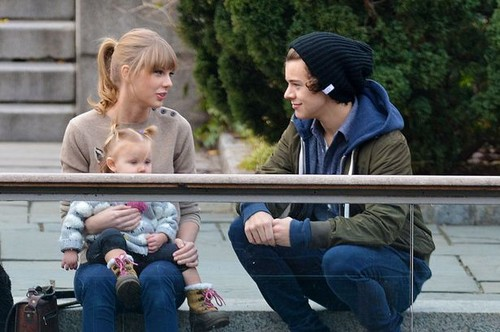 One Direction wallpaper entitled my god she even met baby lux! wtf!