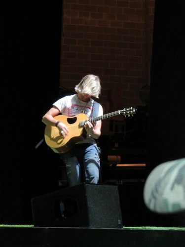 keith harkin fondo de pantalla containing a guitarist entitled soundchecks